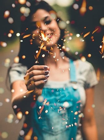 Girl with Sparkler 2019 New Years Resolutions Affiliate Bloggers